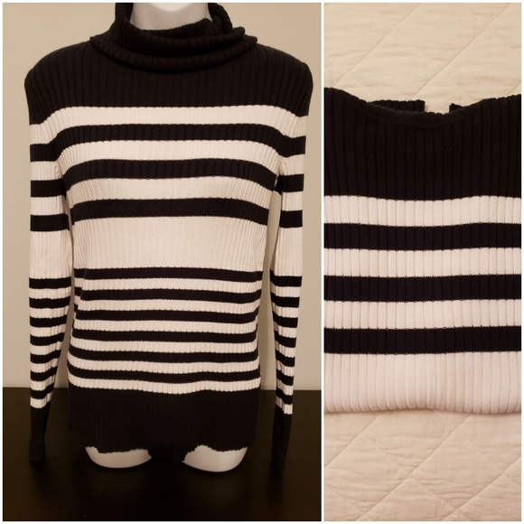 GAP Sweaters - Gap long sleeve turtleneck
